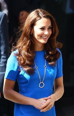 #KateMiddleton's bright blue Stella McCartney dress & gorgeous Cartier necklace