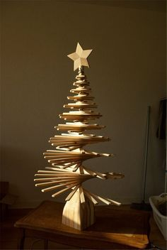 Simple But Creative Christmas Tree DIY For Your Inspiration; DIY The Coolest Christmas Tree; Wooden Christmas Crafts, Wood Christmas Tree, Christmas Tree Design, Modern Christmas, Xmas Crafts, Rustic Christmas, Christmas Projects, Xmas Tree, Beautiful Christmas