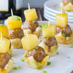 I love how easy these Hawaiian Burger Bites are to make! My whole family loved this simple appetizer recipe, and it was perfect finger food for game day! ( or leave the dough off ) Hawaiian Appetizers, Holiday Appetizers, Party Appetizers, Hawaiian Burger, Hawaiian Theme, Hawaiian Luau, Chocolate Chip Zucchini Bread, Hawaian Party, Buffet