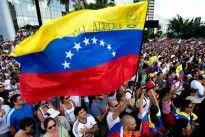 ¡A UN PASO DE MIRAFLORES! Capriles: Esta concentración se convierte ahora en una marcha