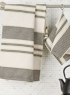 Shop our stylish, high-quality dish cloths, cleaning cloths, tea towels, and sponges made of absorbent materials for a clean and functional kitchen! Dish Towels, Tea Towels, Diy Crochet Afghan, Weaving Projects, Kitchen Linens, Loom Weaving, Home Textile, Damask, Stripes
