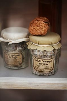 Sel de Camargue aux Noix {truffle and walnut salt} Muesli, Fresco, Spices And Herbs, French Food, Baking Ingredients, Cookie Dough, Gourmet Recipes, Love Food, Food Photography