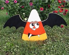 Wood Yard Art by MikesYardDisplays Halloween Yard Decorations, Outdoor Christmas Decorations, Halloween Pumpkins, Fall Halloween, Halloween Crafts, Halloween Ideas, Lawn Decorations, Wood Yard Art, Butterfly Roof