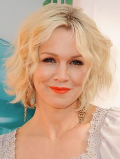 Jennie Garth as Elena Robinson. Its Kelly Taylor! Beautiful, knows how to spend a man's money and known for being an object of sexual desire. Kelly er Jennie could make a convincing Mrs. Robinson.