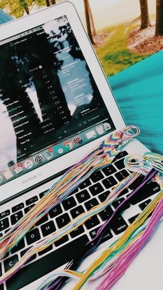 Vsco Pictures, Cute Pictures, Summer Goals, Summer Fun, Summer Bracelets, Making Bracelets, Summer Bucket Lists, Summer Aesthetic, Mellow Yellow