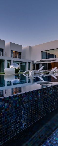 Modern Pool Designs and 3 Things Every Pool Owner Should Know – My Life Spot Cool Swimming Pools, Outdoor Swimming Pool, Cool Pools, Luxury Living, Modern Living, Modern Pools, Le Havre, Yard Design, Beautiful Buildings