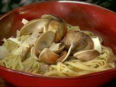Linguine with White Clam Sauce Recipe | Anne Burrell | Food Network
