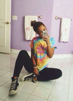 Tie dye, leggings, and converse. Simple cute summer outfit. ×✧abbeygoldfinch✧×
