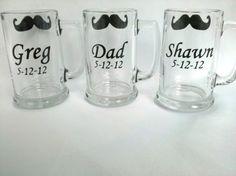 Regalo de jarras de cerveza de padrinos, 4 tazas de bigote pizarra personalizado con nombre y fecha de la boda