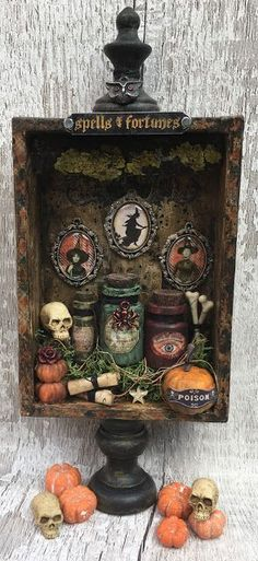 Spooky Halloween Diorama made with lots of Tim Holtz Idea-ology elements - Dekoration und Basteln - Retro Halloween, Spooky Halloween, Halloween Diorama, Halloween Shadow Box, Vintage Halloween Decorations, Halloween 2019, Holidays Halloween, Halloween Crafts, Happy Halloween