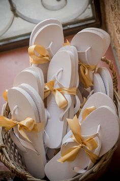 Our original white flip flops beautifully displayed here at one of our Brides weddings 💕If you have used our flip flops at your wedding, please send us your images, we always love to see them 😀 Photo credit and planning by 🌟 Wedding Bride, Wedding Favors, Wedding Gifts, Wholesale Flip Flops, Wedding Flip Flops, White Flip Flops, Wedding Trends, Flipping, Special Occasion