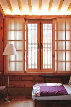 전원주택의 눈, 창호 ⑦ Traditional Interior, Traditional Furniture, Traditional House, Style At Home, Tatami Room, Japanese Interior Design, Cafe Interior, House In The Woods, Restaurant