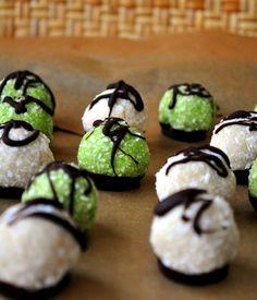 Raw Paleo Vanilla & Matcha Green Tea Macaroons @WhatRunsLori