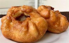 Μια πανεύκολη συνταγή για λαχταριστά τηγανιτά Πιτάκια με κιμά – τόσο ξεχωριστά Mini Pies, Onion Rings, Greek Recipes, Doughnut, Family Meals, French Toast, Muffin, Food And Drink, Appetizers