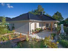 Ahlbeck - #Einfamilienhaus von Bau- GmbH Roth | HausXXL #Massivhaus #Winkelbungalow #klassisch #Walmdach