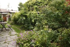 Private Garden Near Stockholm / Photos by Inger. More on Kärleksstigen. / s i m i l a r: Ulrika Linde's garden / Signe's private garden / Vegetable gardening by CHERVIL AB