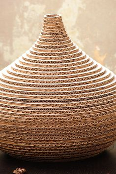 Lilu – a vase made entirely out of cardboard