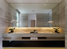 Easy and Elegant Bathroom Mirrors Design Ideas Einfache und elegante Badezimmerspiegel Design-Ideen # Badezimmerspiegel Modern Sink, Luxury Decor, Elegant Bathroom, Bathroom Interior, Modern Bathroom, Bathrooms Remodel, Bathroom Decor, Bathroom Mirror Design, Beautiful Bathrooms