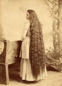 vintage everyday: 17 Interesting Vintage Portraits of Long Hair Victorian Ladies