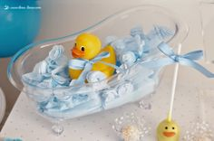 the vintage bathtub for this rubber duck themed party