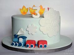 Birthday cake with a train and a fire truck . Tarta con tren y coche de bomberos