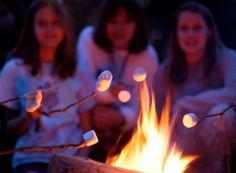 Marshmallows boven het kampvuur...smullen maar