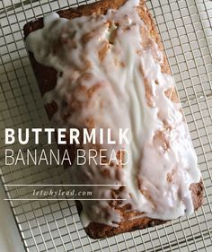 Lighter in color than most banana breads, this buttermilk banana bread is sweet, surprisingly fluffy and has a fantastic buttery crust. Every mom should have this recipe in her back pocket! Buttermilk Banana Bread, Buttermilk Recipes, Banana Bread Recipes, Icing For Banana Bread, Banana Bread Bars, Lemon Bread, Delicious Desserts, Dessert Recipes, Yummy Food