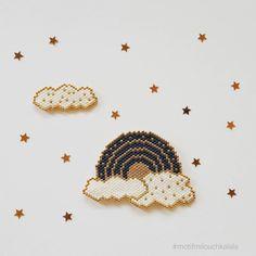 La tête dans les nuages. ☁ Et une miette de poésie. Bonne soirée IG. #perlesmiyuki #perlesaddict #perlesaddictanonymes #beading #beadsaddict #brickstitch #miyuki #miyukiaddict #miyukibeads #arcenciel #nuage #nuages #jenfiledesperlesetjassume #jenfiledesperlesetjaimeca #jesuisunesquaw #perlezmoidamour #motifmilouchkalala #tissageperlesmiyuki #handmade #rainbow #cloud #clouds