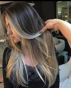 Such a beautiful ombre inspiring ladies balayage hair, ombre hair, bayala. Cabelo Ombre Hair, Balayage Hair, Hair Color And Cut, Cool Hair Color, Trendy Hair Colors, Pinterest Hair, Brunette Hair, Hair Highlights, Golden Highlights