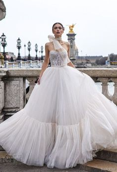 90e14b9c709 25 Jaw-Dropping Bustier Wedding Dresses