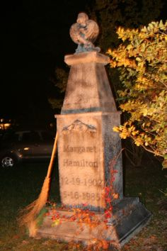 another fantastic Halloween tombstone by Hollywood Cemetery haunter Lee Meador