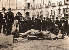 Comuna de París 1871. Destrucción de La Columna Vendôme .