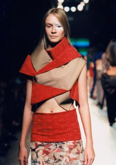 Diseñador Jum-nakao origami-fashion love the in and out of the fabric and textures !