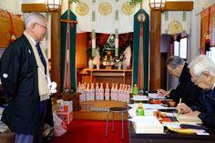 寳田恵比寿神社 恵比寿神像と御朱印対応される方々