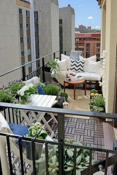 Breathtaking 52 Affordable Apartment Balcony Decor Ideas https://toparchitecture.net/2017/11/04/52-affordable-apartment-balcony-decor-ideas/