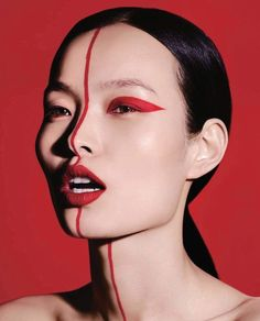 Ling Liu Model's glowing makeup looks great in Vogue China. Aspiring star Ling Liu appears on the pages of the September 2017 issue of Vogue China. The Chinese model combines daring make-up looks Vogue China, Makeup Inspo, Makeup Inspiration, Beauty Makeup, Vogue Makeup, Vogue Beauty, Makeup Geek, Beauty Photography, Fashion Makeup Photography