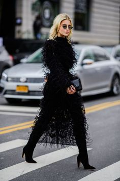 The Best Street Style Looks From New York Fashion Week Street Style Chic, Looks Street Style, Cool Street Fashion, New York Fashion Week Street Style, New York Style, Black Women Fashion, Look Fashion, Fashion Outfits, Womens Fashion