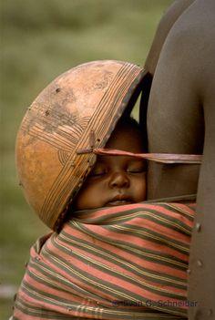 Africa | Sleeping baby.  Northern Nigeria | ©Evan G. Schneider