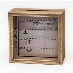 Spaar voor een prachtig pensioen met deze spaarpot 'retirement'. De spaarpot is gemaakt van stevig hout en heeft afbeeldingen van spaardoelen op het glas. Tip: om de spaarpot te legen kun je gemakkelijk de achterzijde verwijderen, zo laat je het bijzondere glas in tact. Afmeting:18 x 18 x 7 cm. - Spaarpot 'Retirement'