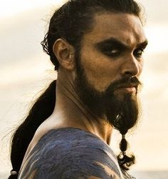 Game of Thrones - Cast - Jason Momoa as Khal Drogo Man Movies, Movie Tv, Khal Drogo, Romantic Photos, Game Of Thrones Fans, Hbo Series, Dapper Men, Jason Momoa, Cool Haircuts