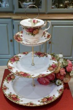 ROYAL ALBERT VINTAGE TEA CUP TOPPED CAKE STAND OLD COUNTRY ROSES