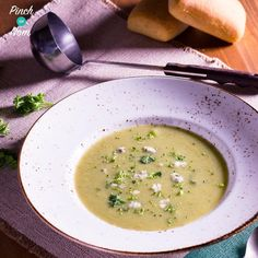 This Syn Free Cauliflower and Broccoli Soup is packed full of speed food & perfect for an SP day on the Slimming World Extra Easy plan.