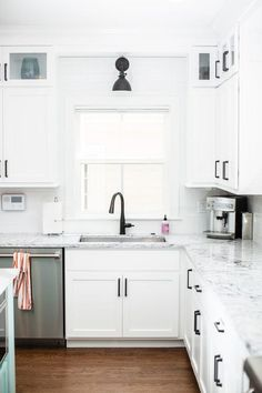 Modern Farmhouse White Kitchen with Black Hardware kitchen kitchendecor kitchendecorideas kitchendecorating kitchendecoratingideas farmhousekitchen modernfarmhousekitchen whitekitchens modernfarmhouse farmhouse farmhousedecor 755056693756190038 Modern Farmhouse Kitchens, Farmhouse Style Kitchen, Rustic Kitchen, Home Kitchens, Farmhouse Decor, Kitchen Modern, Farmhouse Ideas, Functional Kitchen, Modern White Kitchens