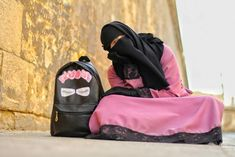 Hijab Dpz, Islamic Girl, Niqab, Hijab Fashion, Squats, Character Inspiration, Gym Bag, Princesses, Elegant
