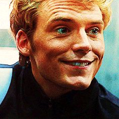 (gif) ahhg he so cute!