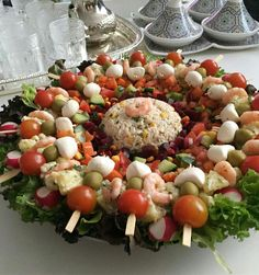 Salade Morrocan Food, Moroccan Salad, Moroccan Kitchen, Salad Buffet, Healthy And Unhealthy Food, Food Goals, Arabic Food, Vegetable Salad, Food Presentation