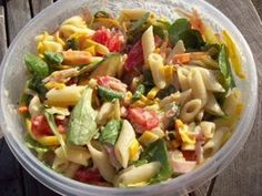 Pasta salad - Easy to make and delicious in warm weather! Cook pasta (elbow, mini penne or pasta of - Pasta Recipies, Easy Pasta Recipes, Pasta Salad Recipes, Cooking Recipes, Healthy Recipes, Easy Pasta Salad, Limoncello, Happy Foods, How To Cook Pasta