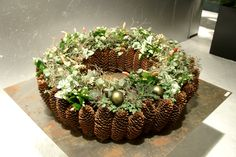 Om alvast in de herfst stemming te komen! Christmas Floral Designs, Christmas Flowers, Natural Christmas, Winter Christmas, Christmas Arrangements, Christmas Centerpieces, Christmas Decorations, Deco Floral, Arte Floral