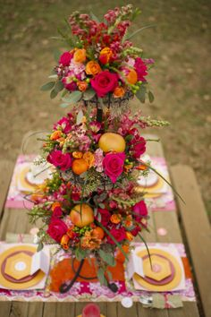 Amazing Pink Orange centerpiece by The Barn at Twin Oaks Ranch The Valentine Ombre- in fall colors. Gorgeous for buffet table. Orange Centerpieces, Wedding Centerpieces, Wedding Decorations, Table Decorations, Table Orange, Rose Orange, Orange Red, Arte Floral, Deco Table