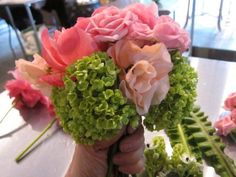 Create your own DIY flower arrangement for a dinner party or wedding in 5 super-simple steps! Wedding Shower Centerpieces, Create Your Own, Create Yourself, Floral Arrangements, Flower Arrangement, Ikebana, Diy Flowers, Floral Design, Bouquet